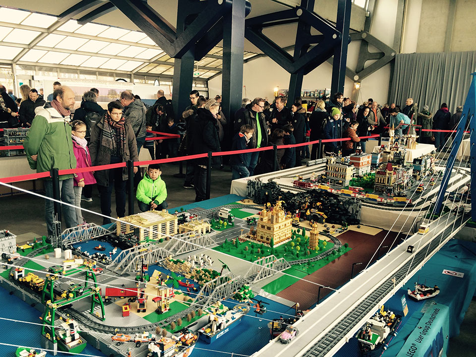 Floating Bricks in Hamburg - Lego Ausstellung